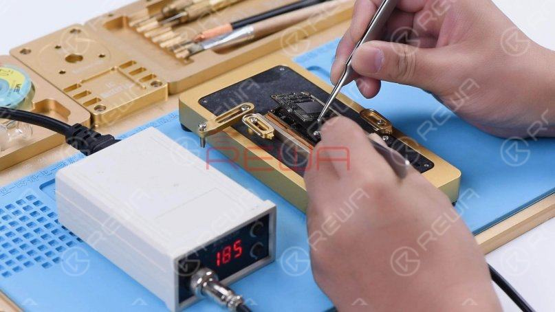 When the temperature has risen to 185℃, remove the logic board with tweezers.