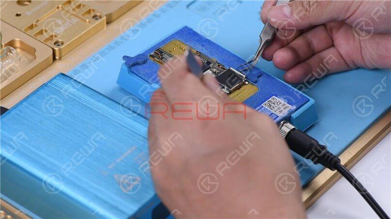 Set the temperature to 170℃. When the temperature reaches 170℃, use tweezers to remove the logic and signal board.