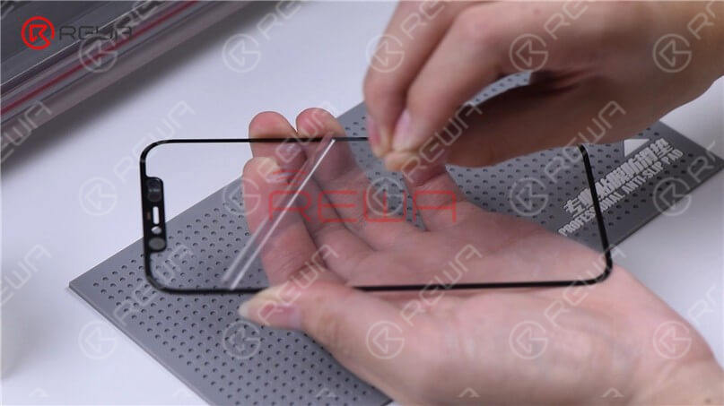 Wipe clean the OLED, and use pull tape to stick a corner of the glass lens. Press the pull tape for seconds, and then tear off the protective film of the OCA adhesive.