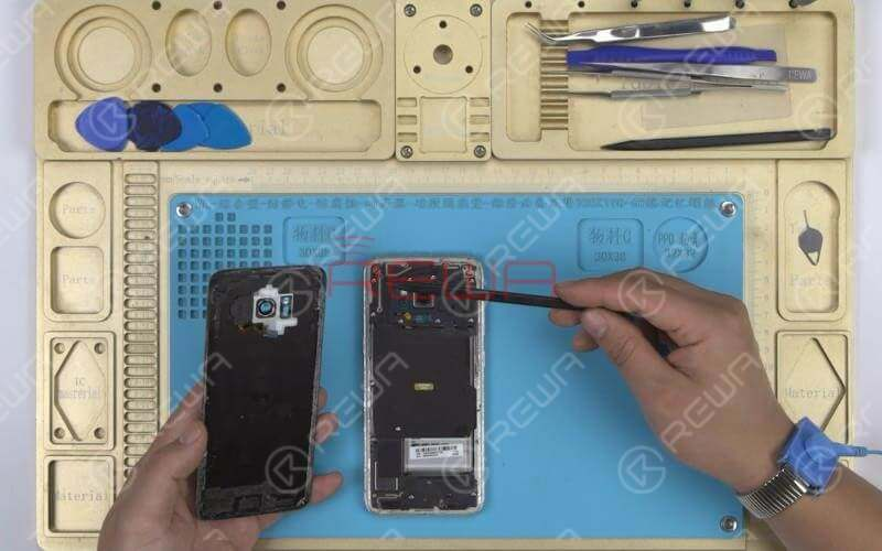 We can see that the waterproof adhesive of Samsung S series and Note series are mainly applied on edges of the back cover and much more on top edges and bottom edges. So we need to heat evenly and control the heating temperature and time applied during the teardown.