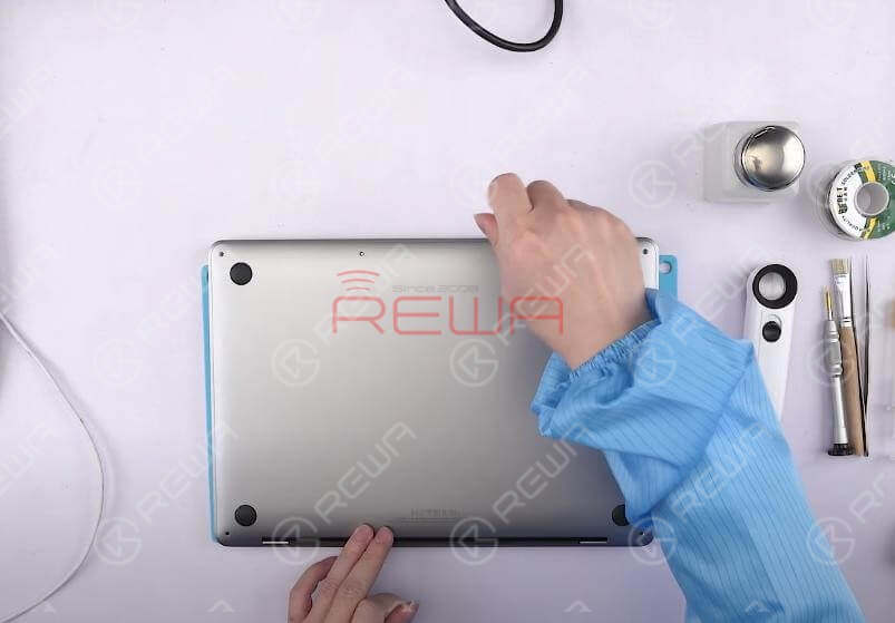 Press power button, and the MacBook won't turn on. Confirm the serial number on the lower case first. Pop free the clips securing the lower case to the chassis. Pull the lower case away from the hinge area to separate. Then remove the lower case.