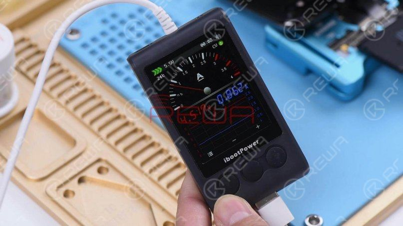 Plug the charging cable. The charging current on the ammeter is 860mA, which indicates that the phone can be normally charged.