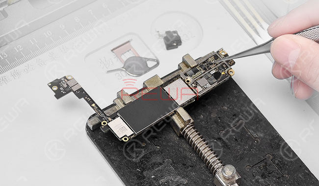 iPhone 7 Black Screen Repair - Logic Board Solution