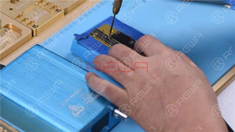 To make it easier to remove the logic board after separation, drive a screw on the logic board.