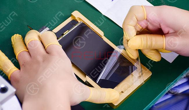 iPhone 8 Broken LCD Screen Refurbishing