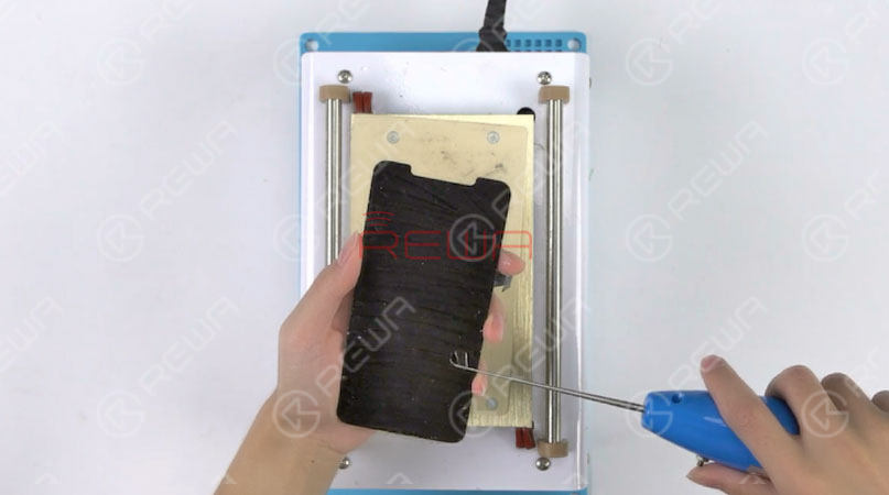 Put the OLED screen upside down on the Heat Platform for 3 minutes. Make an incision with the Electric Glue Removing Device. Then continue to tear off the OCA Glue with one hand. Also, be careful with force applied. This is to avoid damaging the OLED screen. Once done, test the OLED Screen. All going well.
