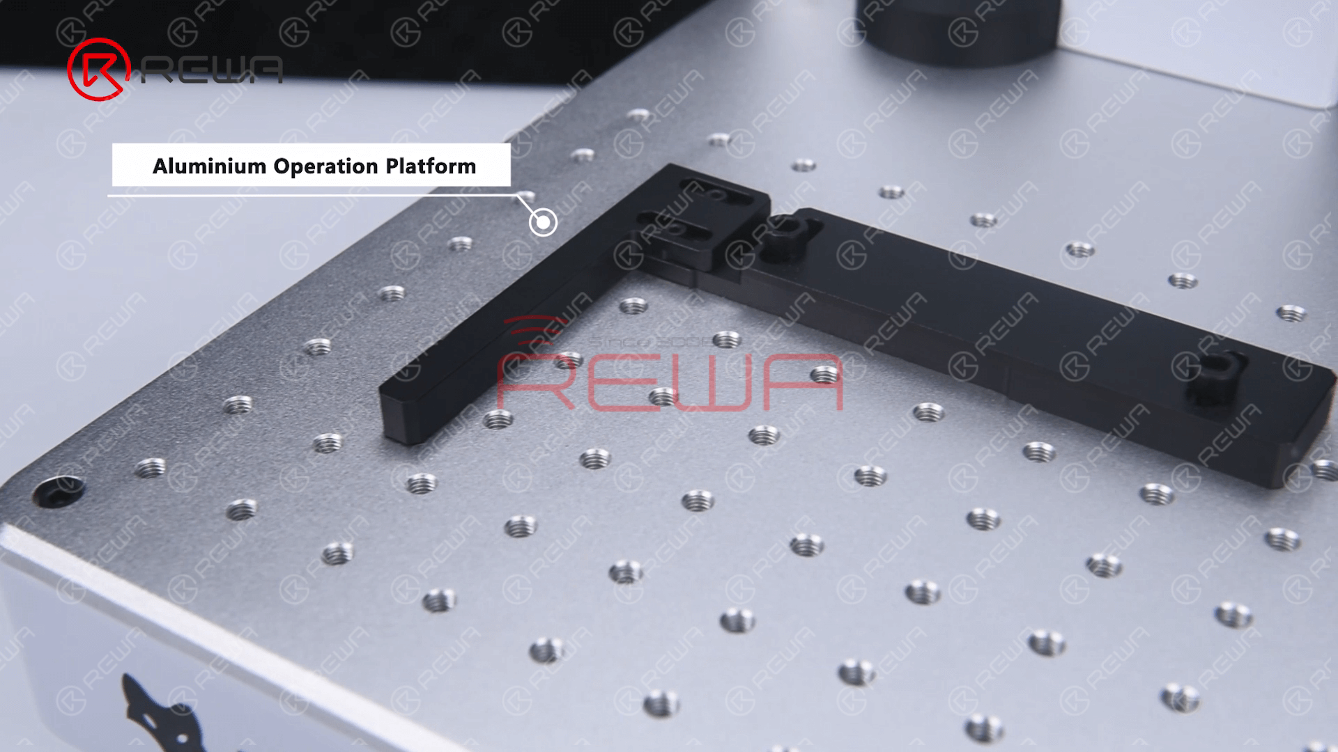 REFOX Upgraded Laser Marking Machine uses an all-aluminum operation platform which is precisely positioned, flexible and adjustable.