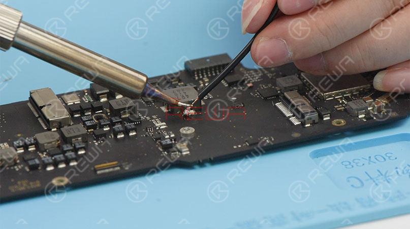 MacBook Air Won't Turn On