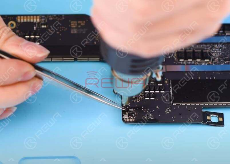 Let's detach D6905 first. Apply some BGA Paste Flux and detach D6905 with Hot Air Gun at 430℃.