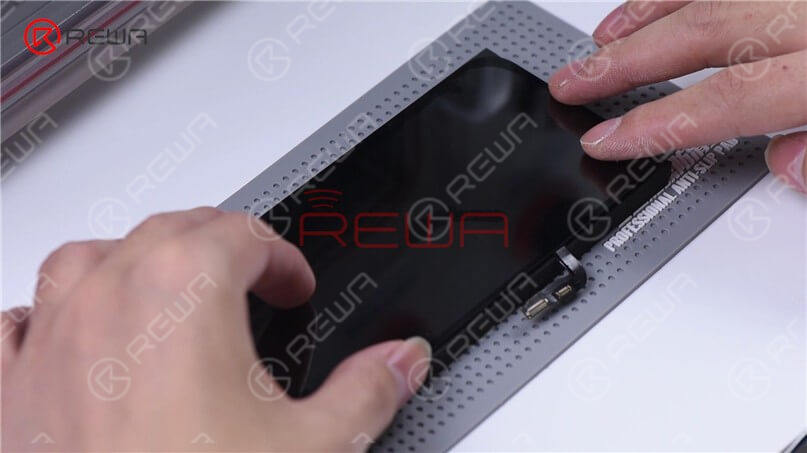 Since the iPhone 12 aligning mold has not come out yet, we use manual alignment. After alignment, place the screen on the laminating sponge. Please notice that two slots are cut on the sponge in order to prevent OLED damage.