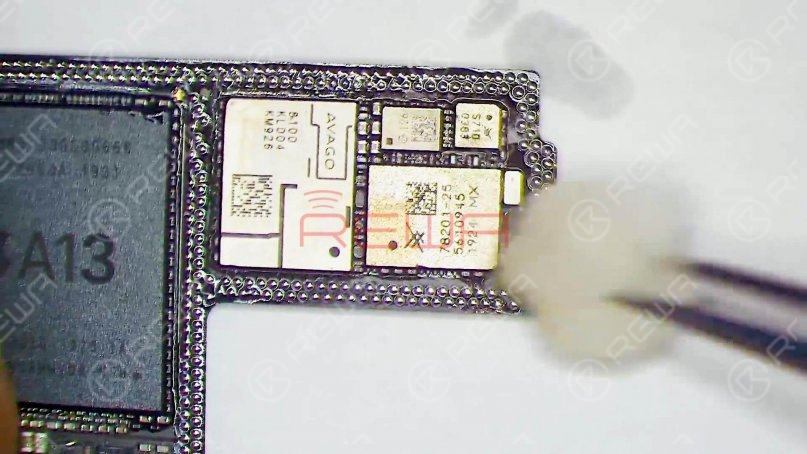 Clean the logic board with PCB Cleaner. Since the signal board has been replaced, we need to check the logic board first. According to the test result, we can later determine whether the baseband CPU and EPROM are damaged.