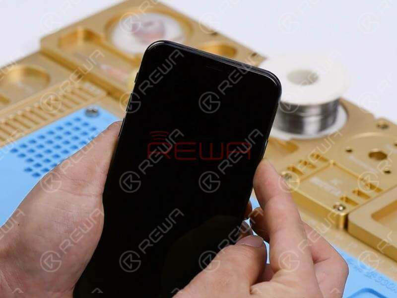 Hold the power button to turn on the phone. The phone won't turn on. Take apart the phone and disconnect the battery. Remove the screen and take out the motherboard.