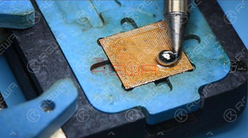 Apply some paste flux and solder paste to the bonding pad and clean the pad with the Soldering Iron at 350℃. Comparing with regular soldering stations, the unique temperature control system of T12-11 ensures smooth operation of the tip without paste caking when dragging the solder paste across the pad.