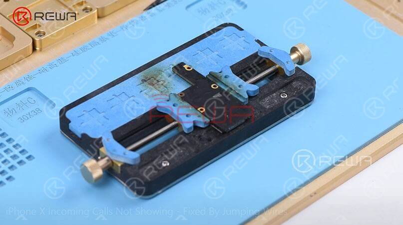 The following step is to attach the motherboard to the PCB Holder and then heat with Hot Air Gun at 200℃, airflow 3 to tear off the heat dissipation sticker on the backside of the motherboard.