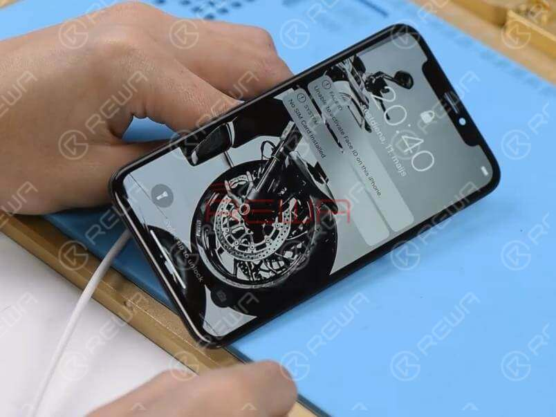 Get the display assembly installed. Connect the battery connector with the DC Power Supply and get the motherboard booted up with tweezers. The boot current is normal. The phone comes with normal display and can get access to the system. Fault cleared.
